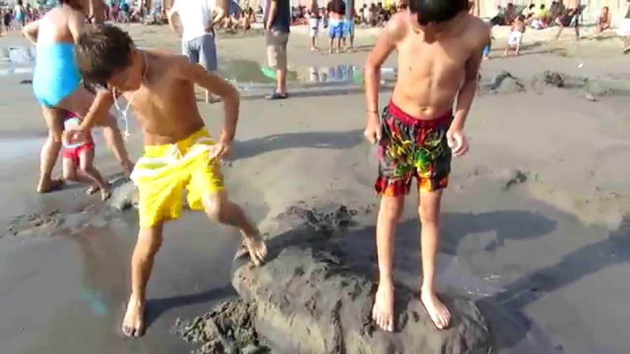 niños en la playa youtube