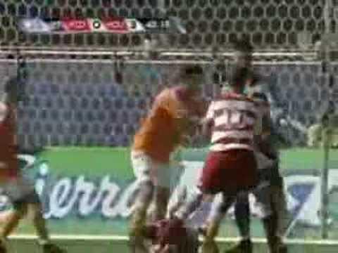 Ricardo Clark kicks Carlos Ruiz