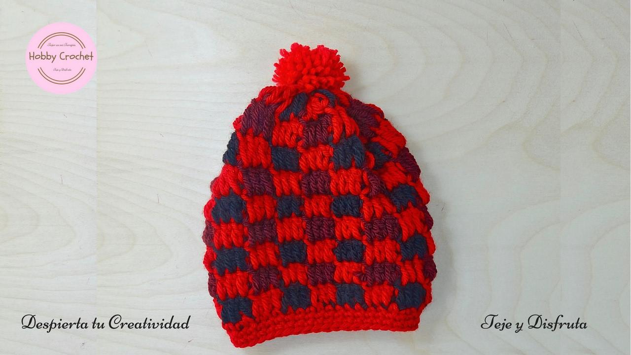 e93f7712d2895 Gorro entretejido a crochet en tres colores