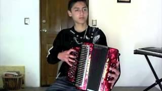 José Luis Ovalle tocando Mi Casa Nueva en Acordeón