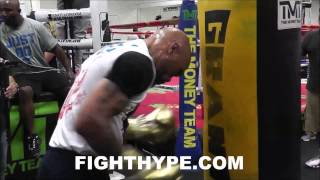 ISHE SMITH WORKS THE HEAVY BAG IN PREPARATION FOR VANES MARTIROSYAN