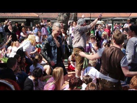 """VoXXclub: """"Rock mi"""" Flashmob in der Waldwirtschaft in Großhesselohe in Pullach (München, 14.04.2013)"""