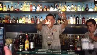 El cóctel Flaming Lamborghini-La Cerveceria de Barrio Lerma
