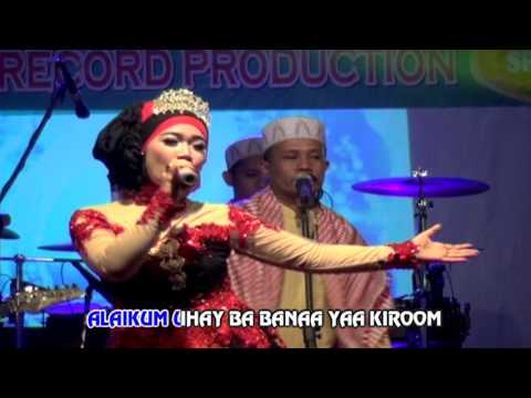 sholatuminallah---lova-azora-(official-music-video)
