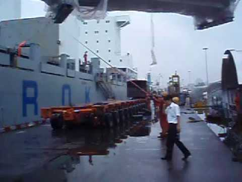 Chipolbrok Breakbulk Discharge in Qingdao, China