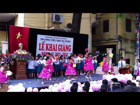 biểu diễn văn nghệ khai giảng năm học mới 2010-2011 lớp 2B Trường Bà Triệu