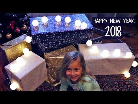Novogodisnji POKLONI od Deda Mraza || Nova 2018 Godina || NEW YEAR Gifts Christmas Opening Presents