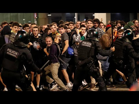 تصاعد التوتر في كاتالونيا والسلطات الانفصالية تدعو إلى وقف -فوري- للمواجهات