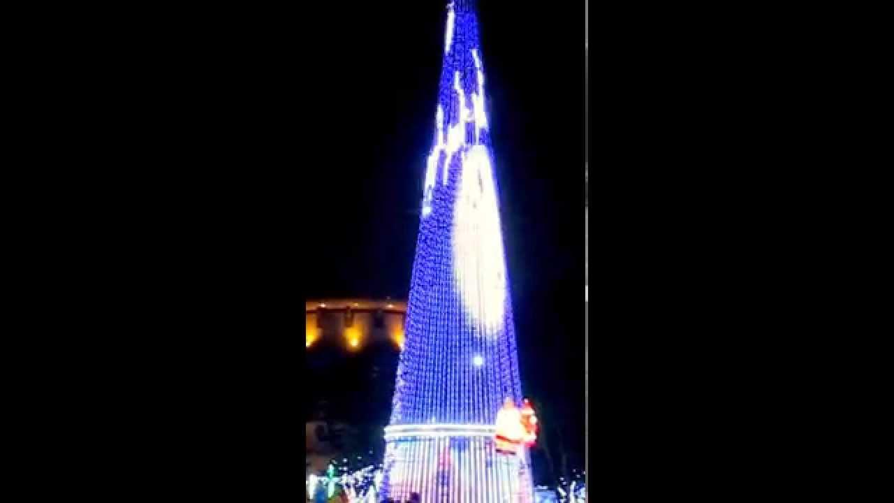 2014 新北市政府歡樂耶誕城 2- 2 --- 閃亮光耀熱鬧非凡的燈展活動! - YouTube