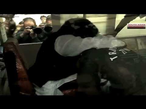 Shashi Tharoor cries on body of wife Sunanda Pushkar