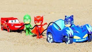 Видео для детей ГЕРОИ В МАСКАХ! Играем в песочнице с игрушками! Молния Маквин 🚗 УТОНУЛ В ПЕСКЕ!