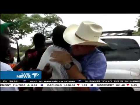 Zimbabwean white farmer returns to a hero's welcome by former workers