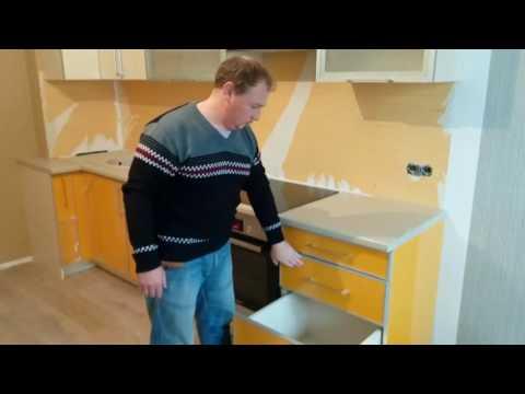 Кухонный гарнитур с неудобным углом.
