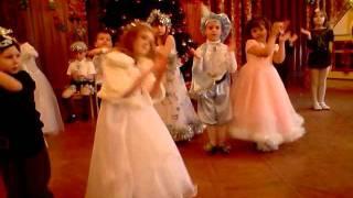 """Танец """"Новый год пахнет мандаринками"""""""