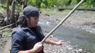 セットの手順≫ ①イラクサの糸に、鹿角釣り針をつける ②イラクサの糸に、...