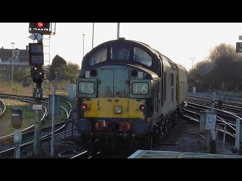 Trains at Eastleigh and Southampton Central on 25/11/2016