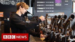 Coronavirus: New Zealand and Iceland on the verge of beating the virus - BBC News