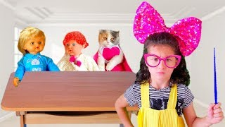 Alice shows to children how not to behave. Fun pretend play by Alice and Dad