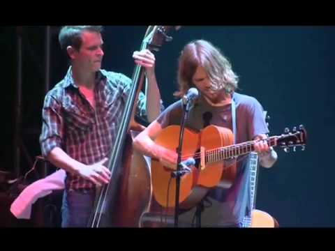 Old Crow Medicine Show - Tell It To Me (Reprise - Live)