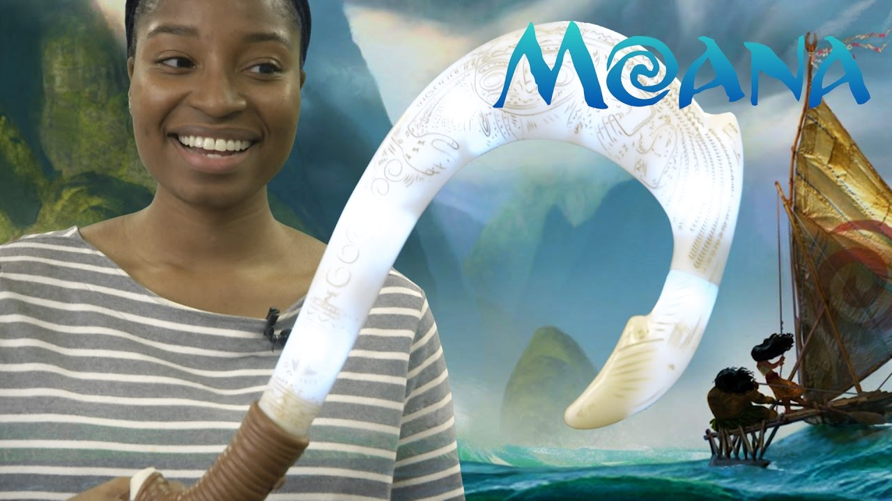 Disney moana maui 39 s magical fish hook from jakks pacific for Magical fish hook