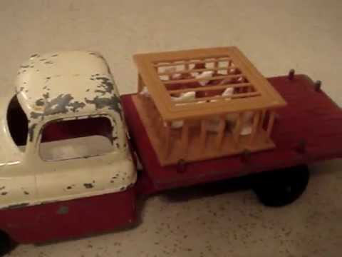 HUBLEY POULTRY TRUCK  --  VINTAGE TOY FROM THE FIFTIES