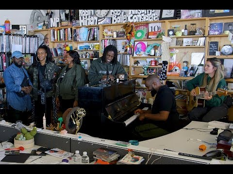 Daniel Caesar: NPR Music Tiny Desk Concert - YouTube