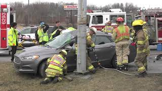 PRE-ARRIVAL: Watch as rescue companies arrive to this car crash
