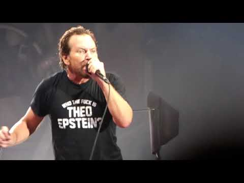 Pearl Jam  Leash  Wrigley Field August 20, 2018