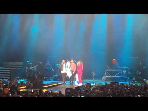 Miriam, Cepeda e Roi revolucionan o Coliseum da Coruña cantando o 'Miudiño'