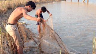 Net Fishing by Khmer People at Sangkat Krang Thnong of Phnom Penh city 02