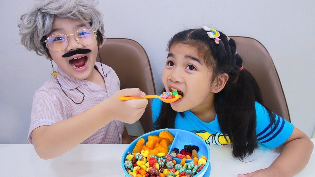 Suri Wants to Be a Good Kid for Grandpa | Kids Learn Good Behavior and Clean Up