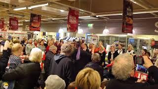 Joyvoice flashmob på Ica maxi! Sölvesborgs grupp HT2017 Video