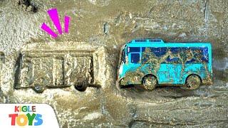 시멘트에 빠졌어요! | 장난감 중장비 레미콘 경찰차 소…