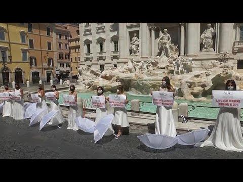 Düğünleri iptal olan gelin adaylarından Roma'da Covid-19 protestosu