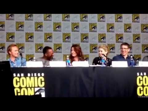 Dave Anders, Malcolm Goodwin Impersonate Rose McIver iZombie SDCC ComicCon 2015