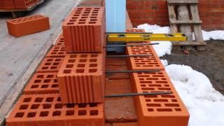 видео Технология и толщина кладки облегченных кирпичных стен