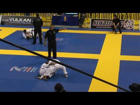 Koji Shibamoto in the WORLD JIU-JITSU CHAMPIONSHIP 2010 Mundials (Brown Belt Finals)
