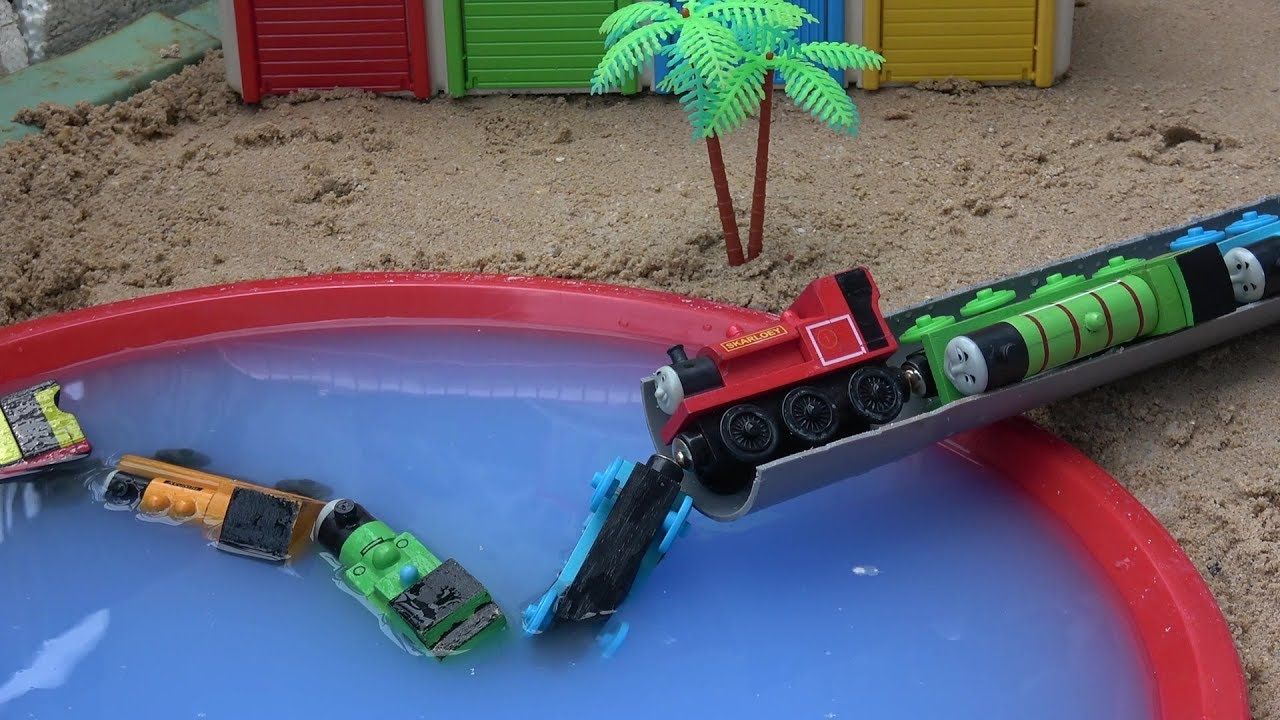 Thomas and friends toys train percy water tayo the little for Garage mariot pecy