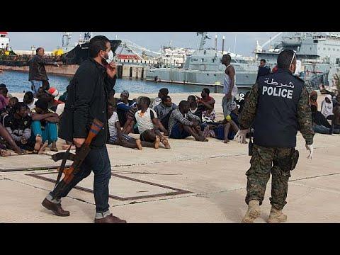 """L'Europe """"complice"""" des abus contre les migrants en Libye"""