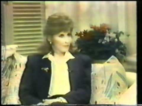 Stefanie Powers - A conversation with Dinah 1990