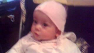 فتاة تتكلم في سن ستة اشهر .