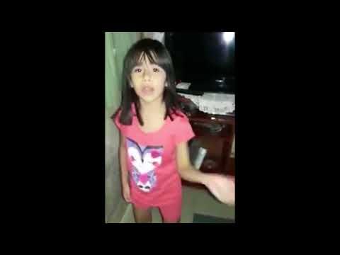 Martina de 7 años baila y canta al ritmo del cantante Duki