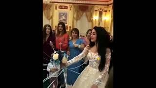 Подружки невесты разрывают свадебный букет   Новый способ бросить букет   Кавказская свадьба 2018