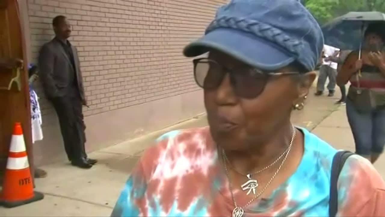 فرانس 24:Fans pay tribute at Aretha Franklin's Detroit church