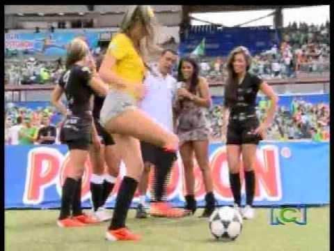 Fuera de lugar las divas del futbol youtube for Fuera de lugar futbol
