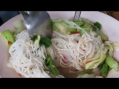Fresh rice vermicelli cooking fast food in Thailand