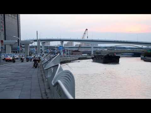 Shanghai (上海): Barge on Suzhou Creek