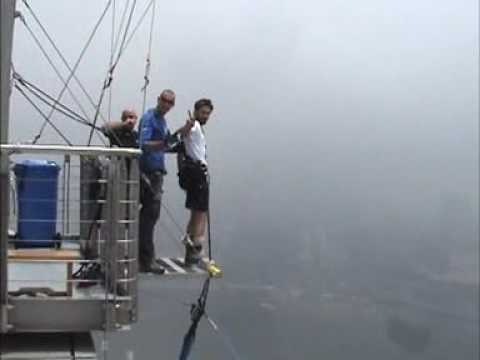 Dave Bungee Jumping a Macao