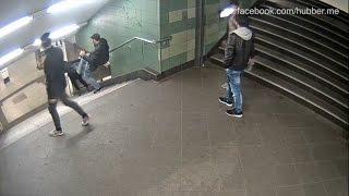 Schock-Video aus Berlin-Neukölln: Jetzt fahndet die Polizei öffentlich(Diese Bilder sind wirklich schockierend! Der Mann tritt der Frau auf der Treppe an der Hermannstraße mit voller Wucht in den Rücken., 2016-12-08T15:47:07.000Z)