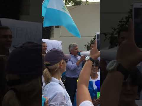 Ricardo Méndez Ruiz en manifestación del 27 de agosto de 2017